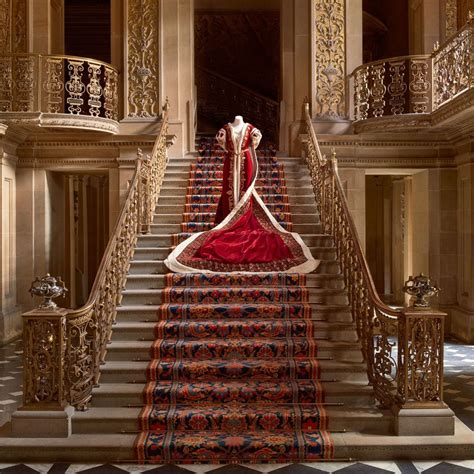 house style five centuries 0847858960 house style five centuries of fashion at chatsworth pursuitist