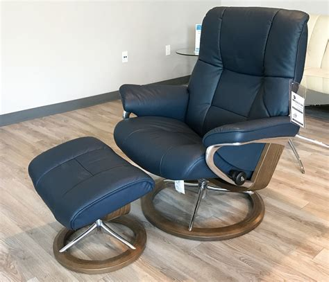 Stressless Blues Recliner by Stressless Mayfair Signature Walnut Wood Oxford Blue Leather Recliner Chair And Ottoman