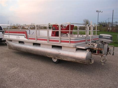 lifting pontoon boat off trailer 20 foot sylvan pontoon boat party barge with center lift