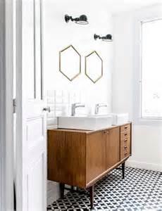 beautiful Salle De Bain Grise Et Blanc #3: carreaux-de-ciment-motifs-geometriques-dans-salle-de-bain.jpg