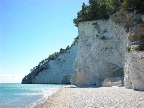 sulla spiaggia puglia vignanotica un paradiso questa spiaggia nascosta della