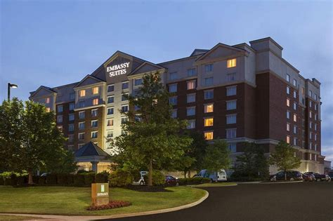 hotels with in room cleveland ohio embassy suites cleveland rockside 2017 room prices deals reviews expedia