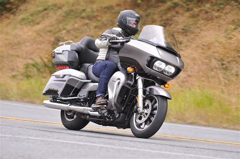 hd review 2017 harley davidson road glide ultra review 107 ride