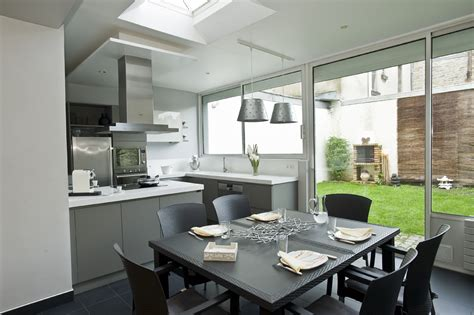 entr馥 cuisine cuisine entre salon et jardin cuisines et bains