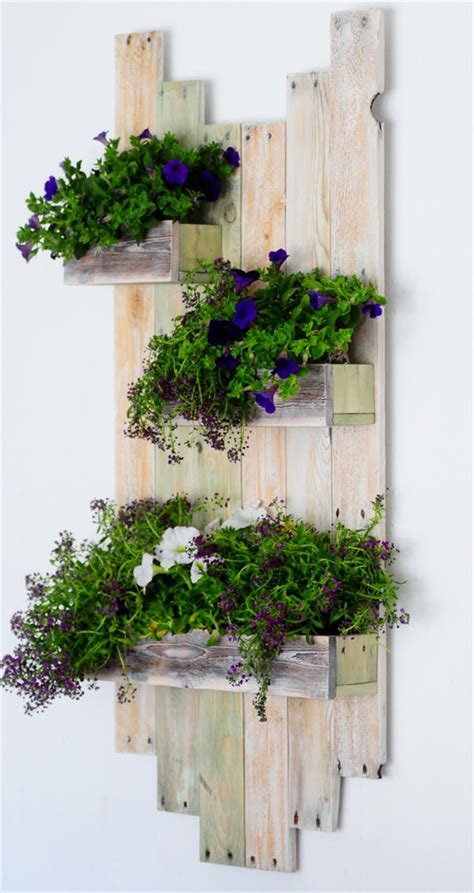 Diy Hanging Wall Planter by Diy Reclaimed Pallet Hanging Planter 101 Pallets
