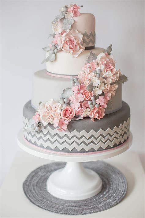 Hochzeitstorte Vintage Blumen by Der Neuste Hochzeitstrend Echte Blumen Auf Der