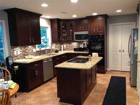 kitchen cabinet vinyl 33 best maple cabinets images on pinterest maple