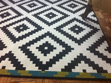 Black And White Accent Rugs by Black And White Checkered Rug Living Room Nakicphotography
