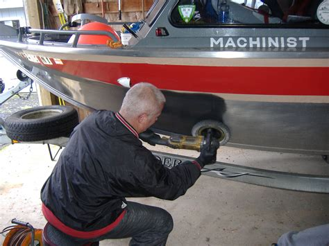 how to polish a fiberglass boat hull how to clean aluminum how to clean aluminum boat hull