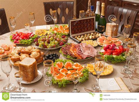 sur la table food alcool et nourriture sur une table image stock image