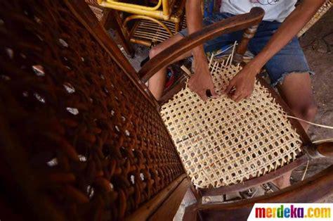 Kursi Rotan Pasar Minggu foto mengais rejeki dari rotan merdeka