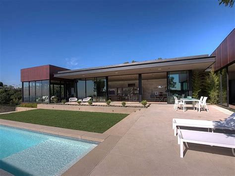 modern house california contemporary home in california showcases indulgence with