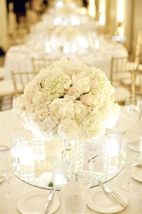 Gorgeously romantic table centrepieces. ? The Country