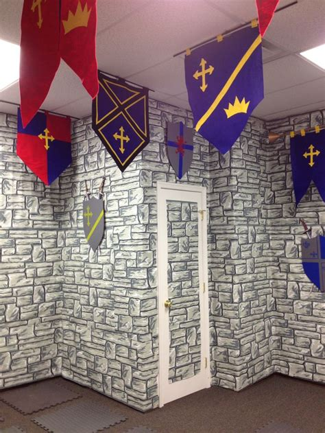 castle themed decorations best 25 kingdom rock crafts ideas on castle