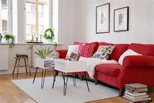 wohnzimmer mit rotem sofa rote im wohnzimmer welche wandfarbe und co passen
