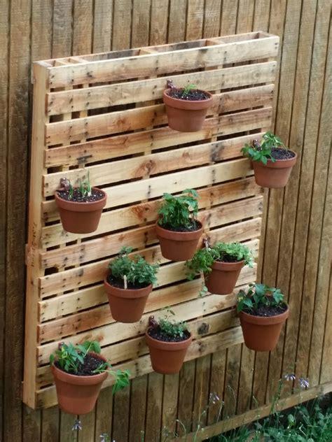 herb garden   pallet  hangapot flower pot hangers
