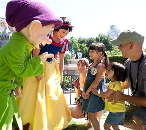 Former Applauds For Keeping Baby by Tips For A Child S Visit To Disneyland World