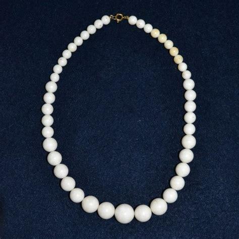 white plastic bead necklace vintageanelia jewelry on