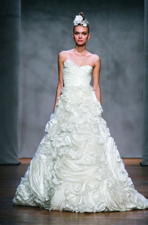 artistic wedding dresses top 9 most artistic wedding dresses bravobride
