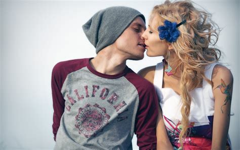 girl kiss themes boy couple images usseek com