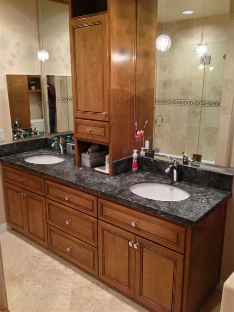 After picture    custom cabinets with Metallica granite