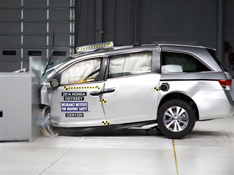 si鑒e auto crash test 2014 honda odyssey driver side small overlap iihs crash