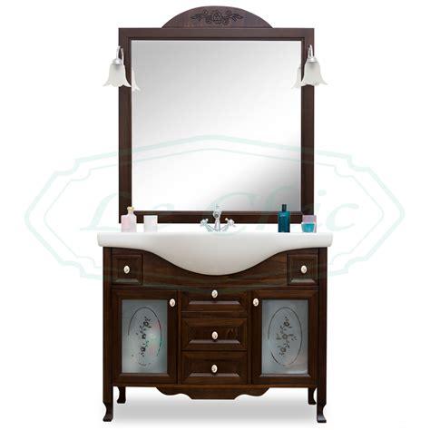 arredo bagno in legno arredo bagno in legno in stile classico noce con lavabo