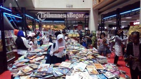 Alat Fitnes Di Gramedia festival buku murah di gramedia btm alat alat olahraga juga lagi diskon tribunnewsbogor