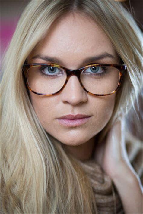 accessoires das sind die brillen trends  brigittede