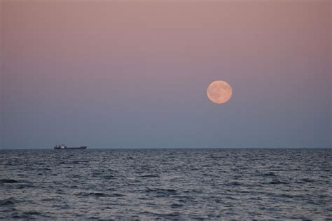 april full moon  super pink moon  biggest   year rises tuesday space