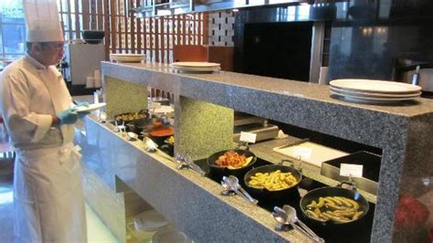 egg station at spice kitchen picture of jw marriott
