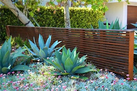 Fence Landscaping Ideas Fence Landscaping Pictures And Ideas