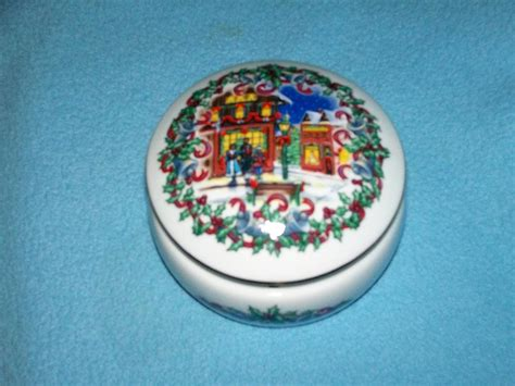house music 1992 heritage house 1992 silver bells porcelain music box melodies of christmas david russell