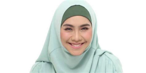 Jilbab Syari Adalah Til Stylish Dengan Jilbab Syari Tiru Gaya Oki Setiana