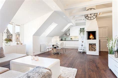 skandinavischer wohnstil skandinavischer wohnstil und wohnzimmer mit dachschr 228 ge
