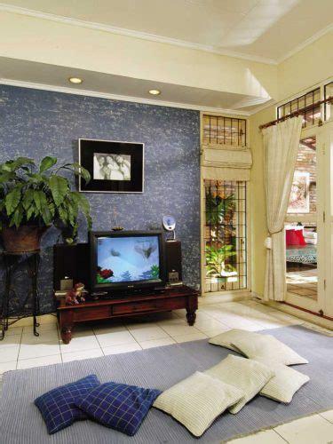 Kursi Nonton Tv menata desain ruang tamu tanpa kursi atau sofa renovasi