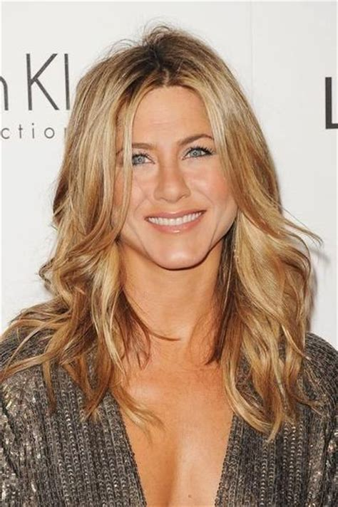 L Ttsk Tt Frisyr 2016 by Aniston Shows How Brown Hair With Blond