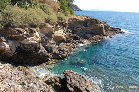 spiaggia porto azzurro spiaggia di reale all isola d elba a porto azzurro
