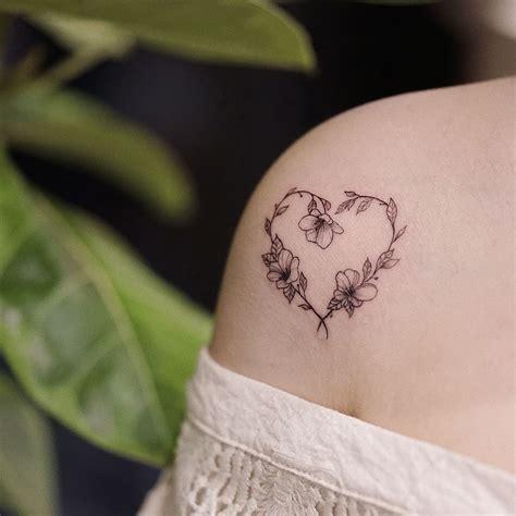 tatuaggi fiori stilizzati tatuaggi fiori stilizzati piccoli o grandi sempre di moda