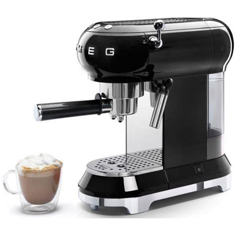 koffiemachine smeg smeg adds the ecf01 espresso machine to its retro kitchen