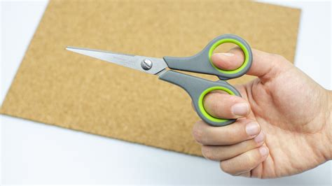 easy ways  cut cork board wikihow