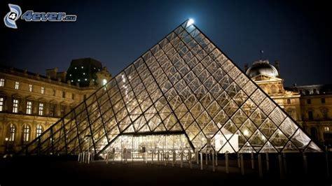 sera illuminazione piramide di vetro
