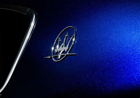 maserati blue logo 2014 maserati ghibli looks stunning in blu emozione