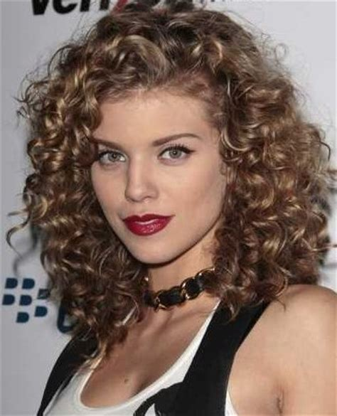 popular hairstylers: natural curly hair styles