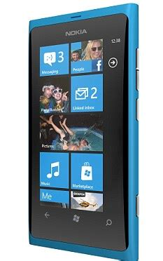 microsoft offers free windows phones to people who moan