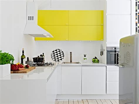 cuisine blanche et jaune une touche de couleur dans la cuisine cocon de
