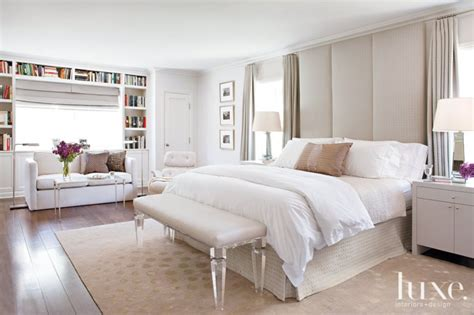 Floor To Ceiling Headboards by White Bedroom With Floor To Ceiling Headboard