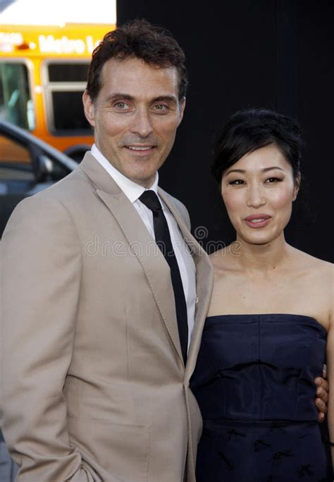 rufus sewell sidney luft rufus sewell and ami komai editorial stock image image of