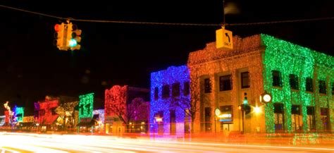 best christmas lights in michigan 9 places in michigan with the best decorations