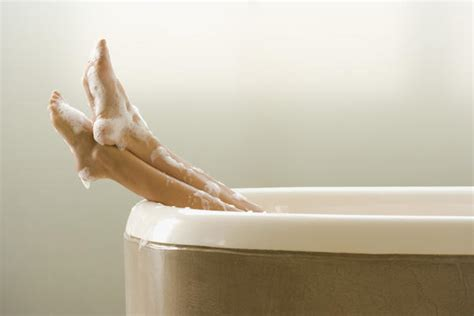sexy legs in bathtub what to put on a rash between your legs doctor answers